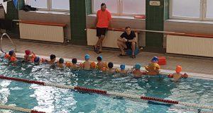 Powszechna nauka pływania