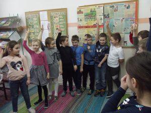 Pasowanie naczytelnika uczniów klas pierwszych.