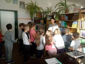 Wizyta klasy 2a wszkolnej bibliotece